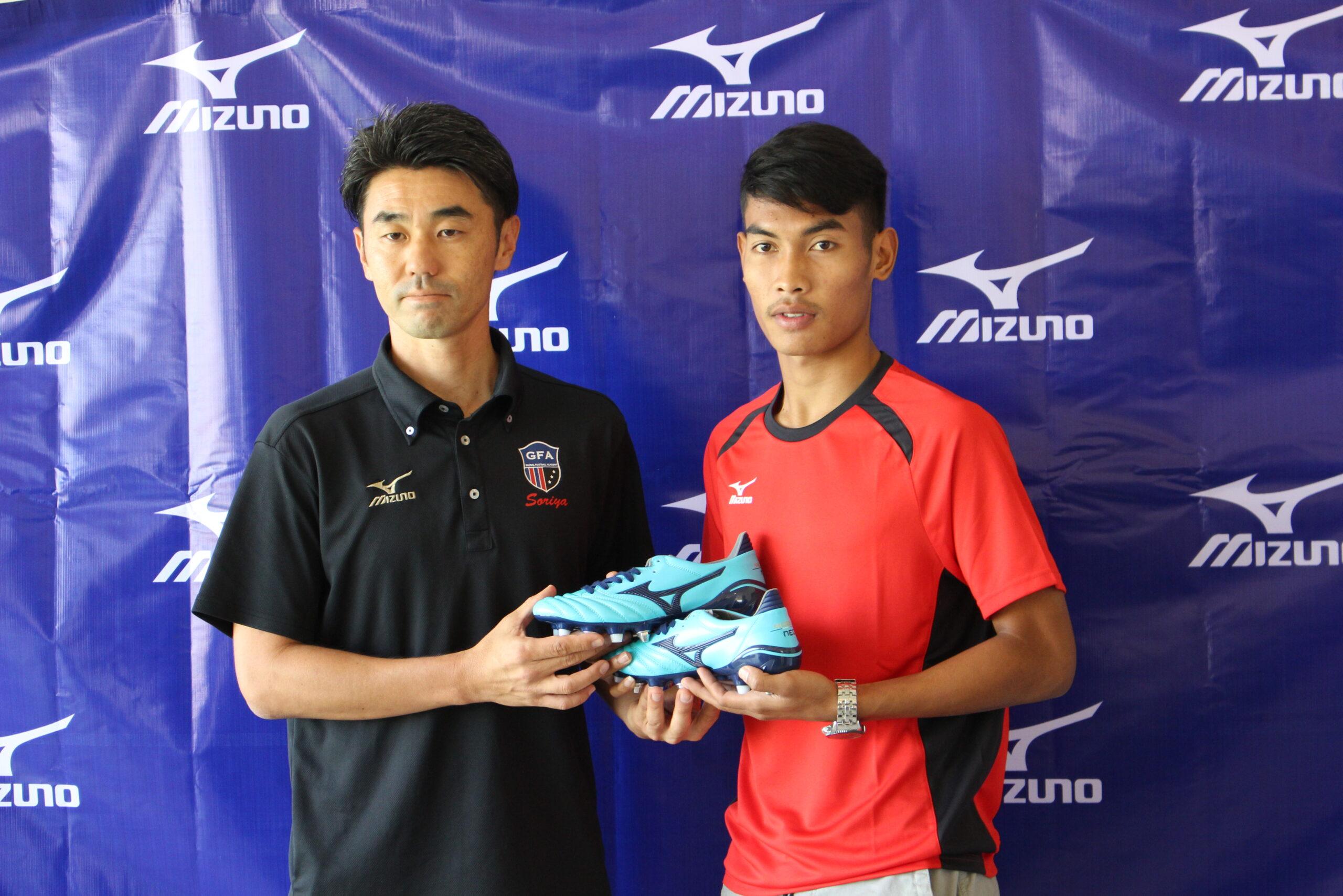 (日本語) スポーツブランド・MIZUNOがカンボジア人サッカー選手とスポンサー契約