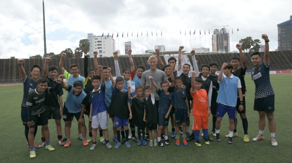 (日本語) 本田圭佑選手が「本気でカンボジア代表を目指す人限定のサッカー教室」を開催!