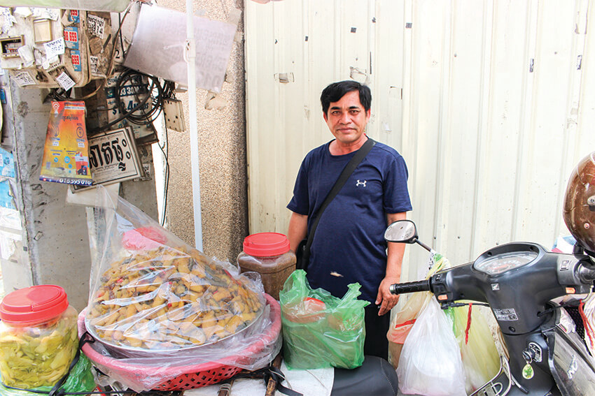 Keeping Mother's Flavors Alive(Selling Pickled Papaya)